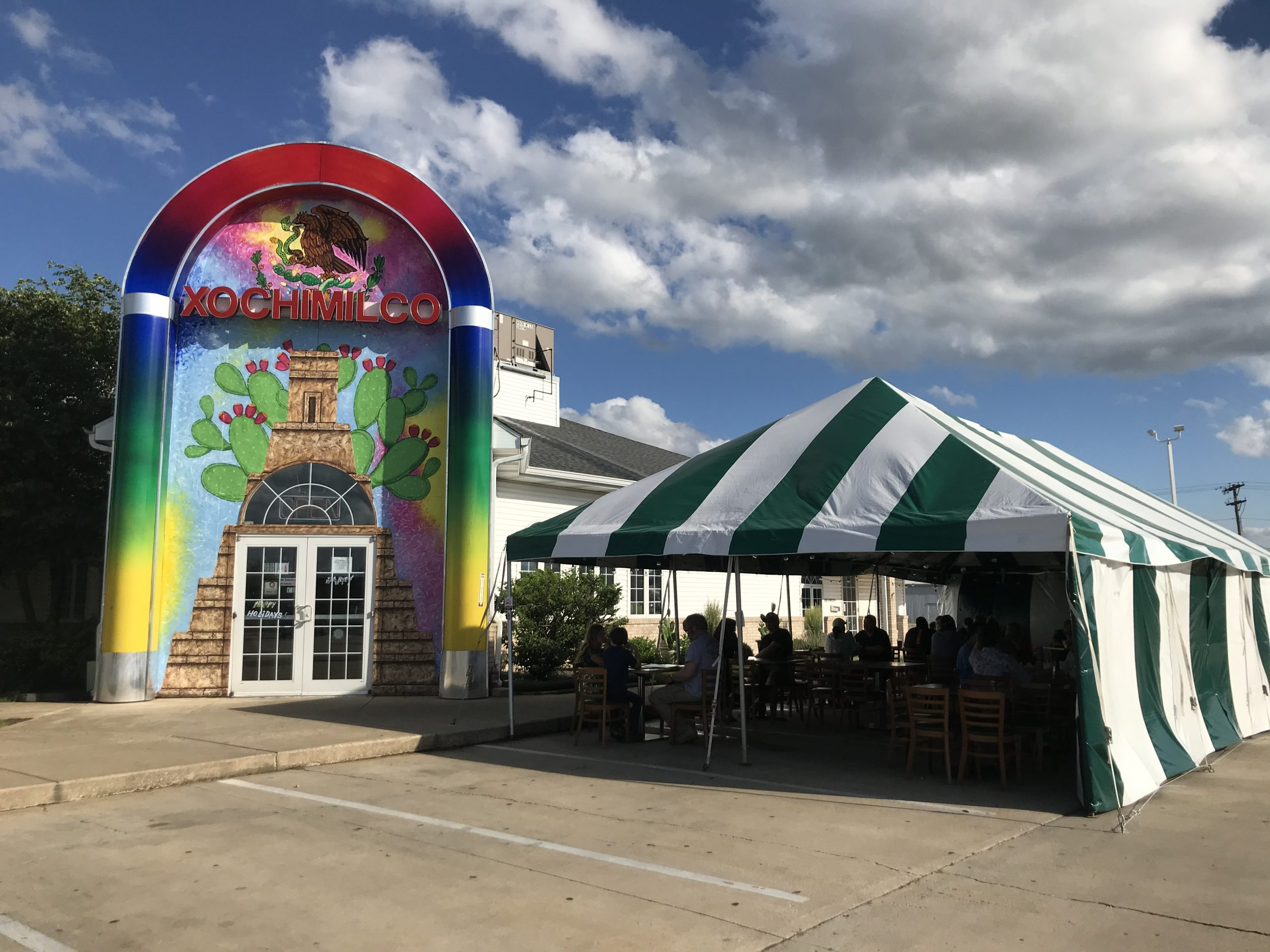 Celebration Frame Tent provides patio dining during covid-19.
